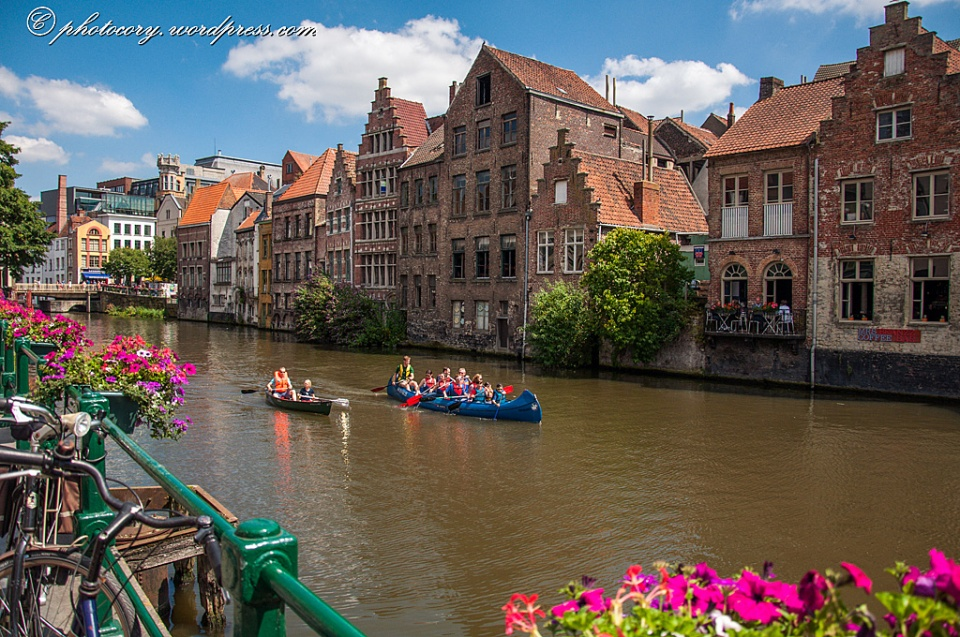 Colorful summer in Ghent: blue sky, flowers, boat rides. Lovely!
