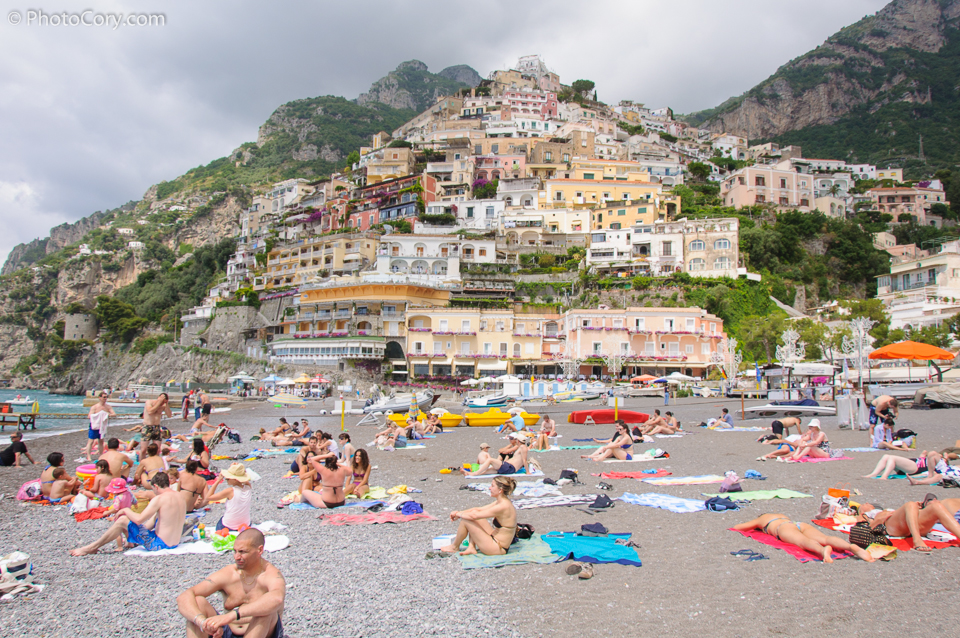 beach in positano italia