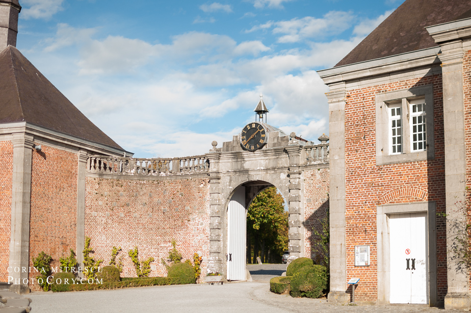 clock modave entrance