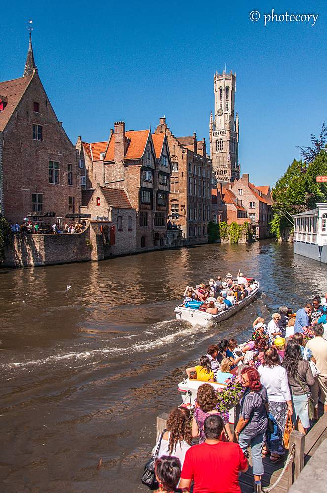 Boat trip along the canals and a big line waiting for the next boat.