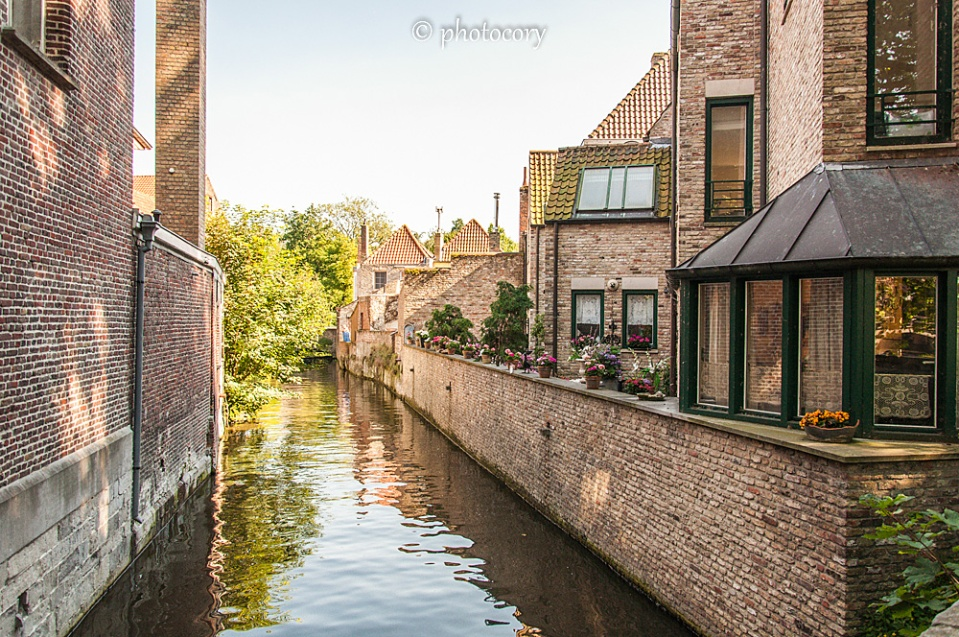Peace and quiet along the canals of Bruges