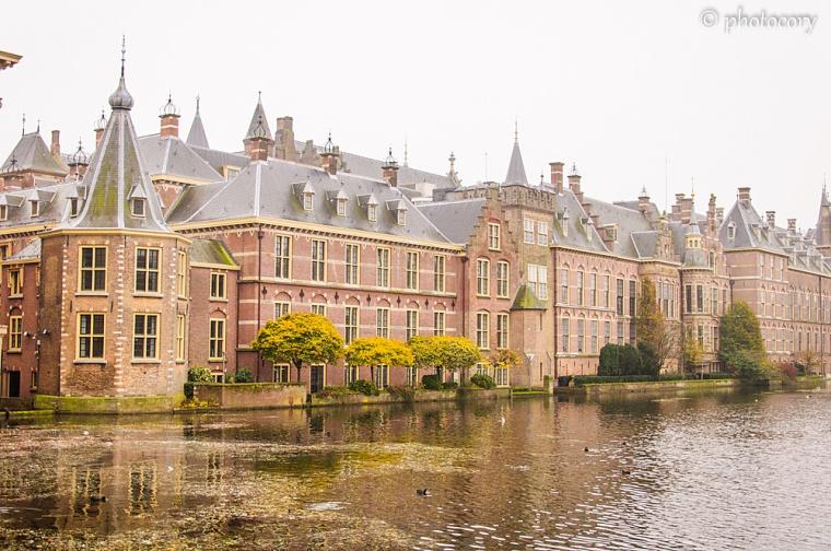 Hofvijver pond and Dutch parliament