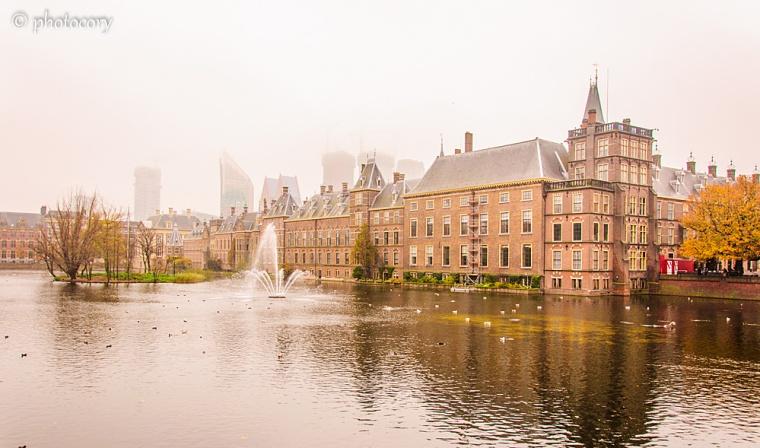 Hofvijver pond and Dutch parliament 2