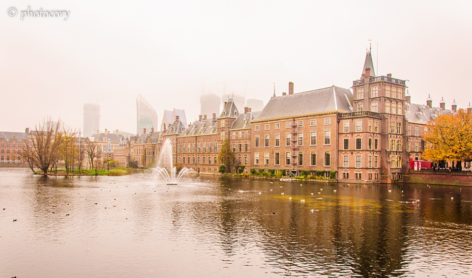 Hofvijver pond and Dutch parliament 2