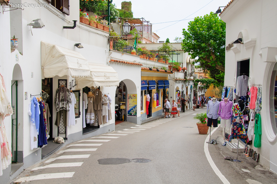 shopping street positano