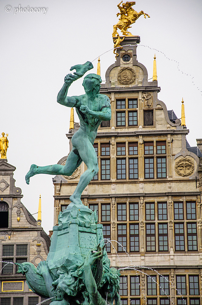 Statue of the giant's hand being thrown into the Scheldt River