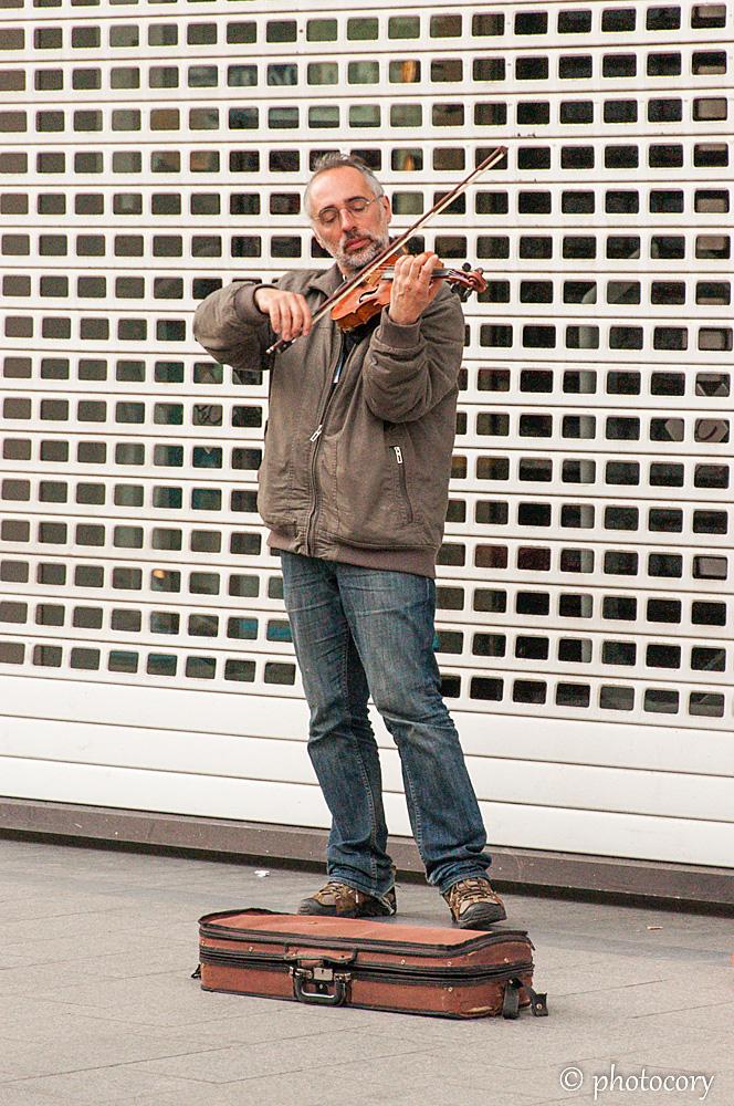 street musician in Antwerp