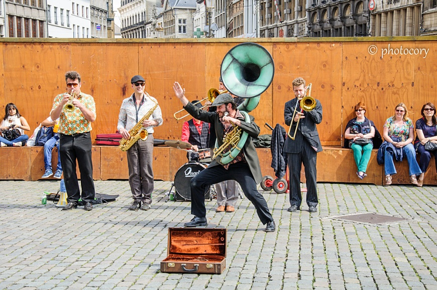 Street musicians having fun in Antwerp