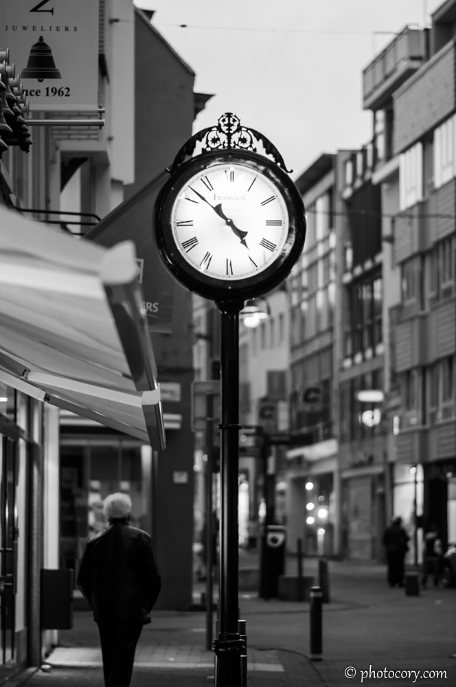 A shopping street in Hasselt. The clock shows the correct time: almost 5 in the evening