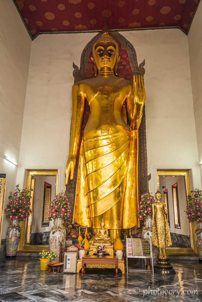 Another Buddha statue at Wat Pho./O alta statuie a lui Buddha in templul Pho din Bangkok