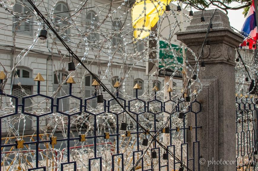 Barbed wire due to the protests in Bangkok./Sarma ghimpata datorita protestelor din Bangkok