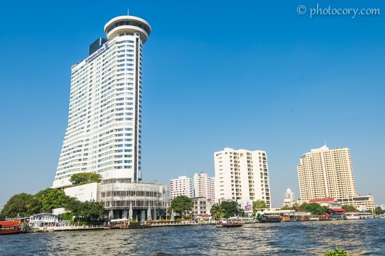 View of Bangkok from Chao Phraya river./Bangkok vazut din barca de pe raul Chao Phraya