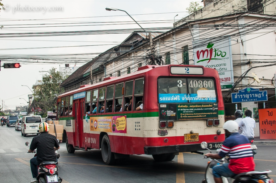 Bus on the streets of Bangkok./Autobuz in Bangkok