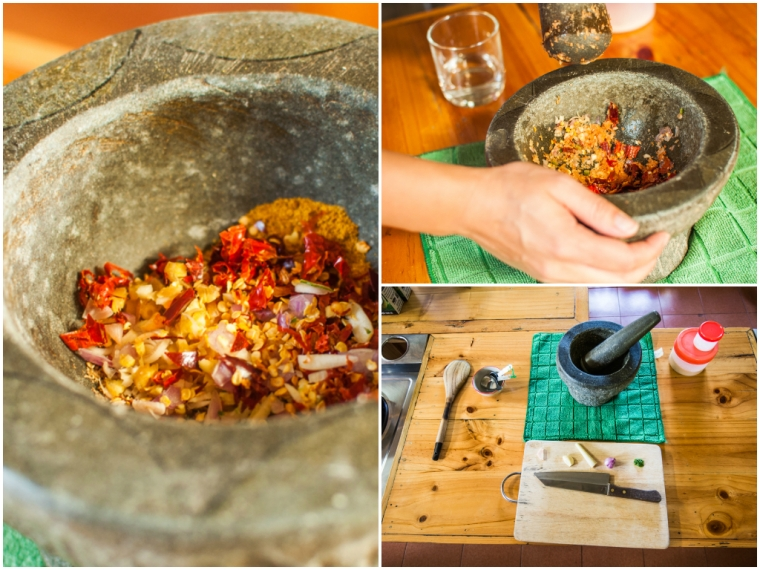 We started by making our own curry paste/ Am facut pasta de curry