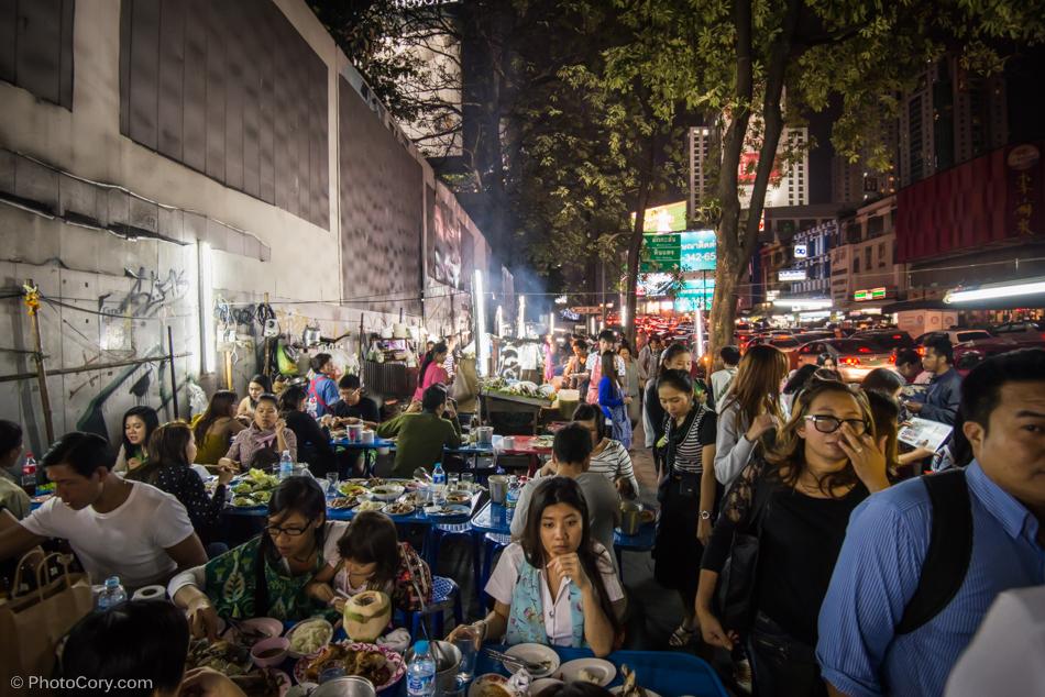eating on street bangkok