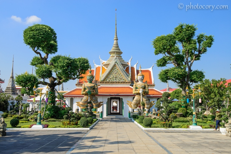 The entrance at Wat Arun Temple/intrarea in templul Arun