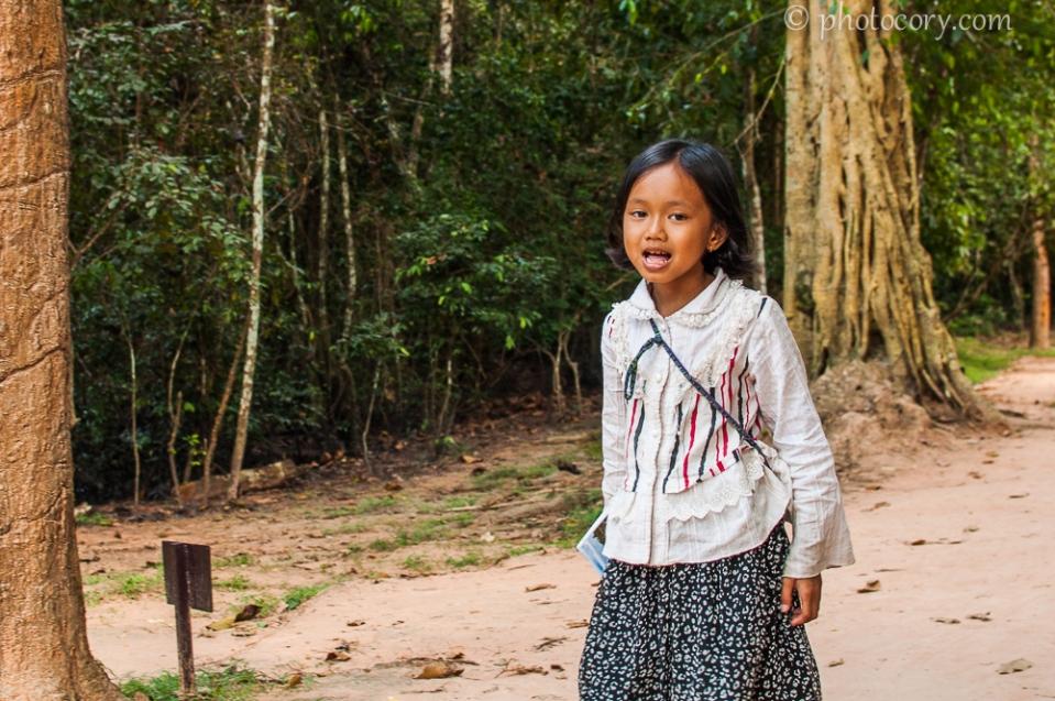 girl cambodia angkor wat