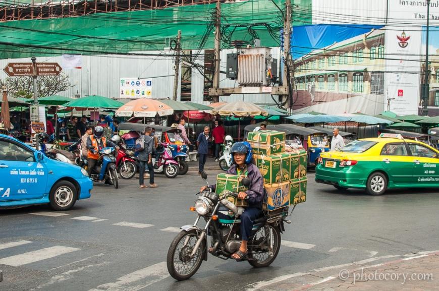 On the streets of Bangkok./Pe strazile din Bangkok
