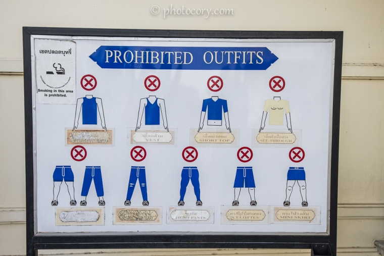 Outfit rules at Grand Palace in Bangkok./Restrictii vestimentare la palatul din Bangkok. Obligatoriu pantaloni lungi!