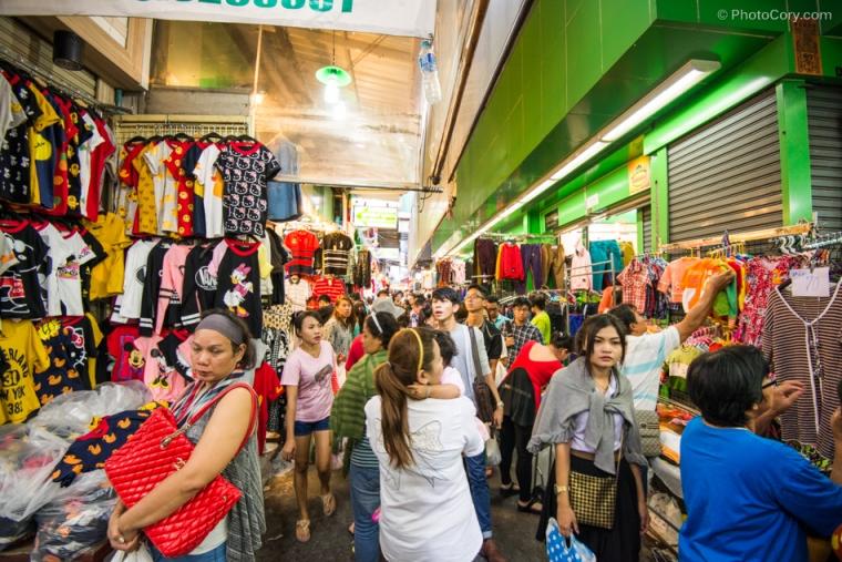 pratunam market in bangkok