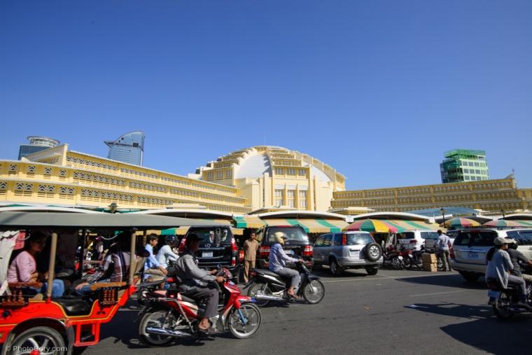 Psar Thmei - the central market with a huge dome / Piata centrala cu o cupola uriasa