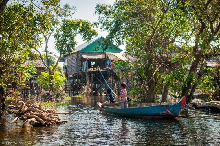 children in boat kompong phluk