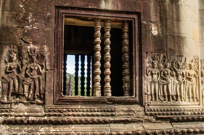 columns angkor