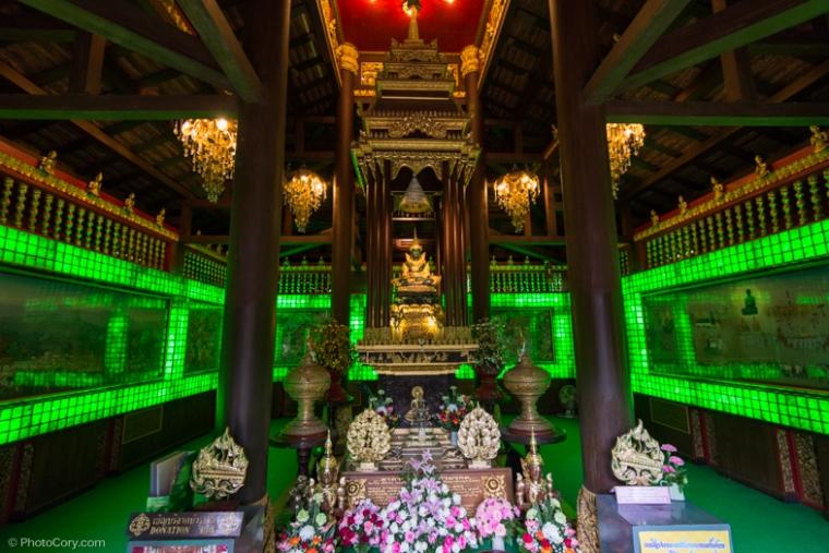 emerald temple chiang rai