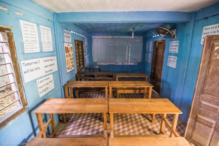 That's how a classroom in the foreing language school in Siem Reap looks like / Asa arata o sala de clasa in scoala de limbi straine din Siem Reap
