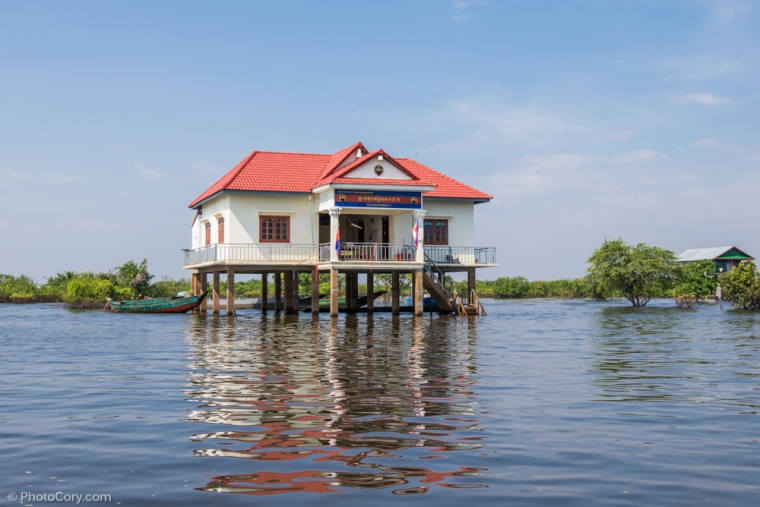 The police station in Kompong Phluk / Sediul politiei in satul plutitor