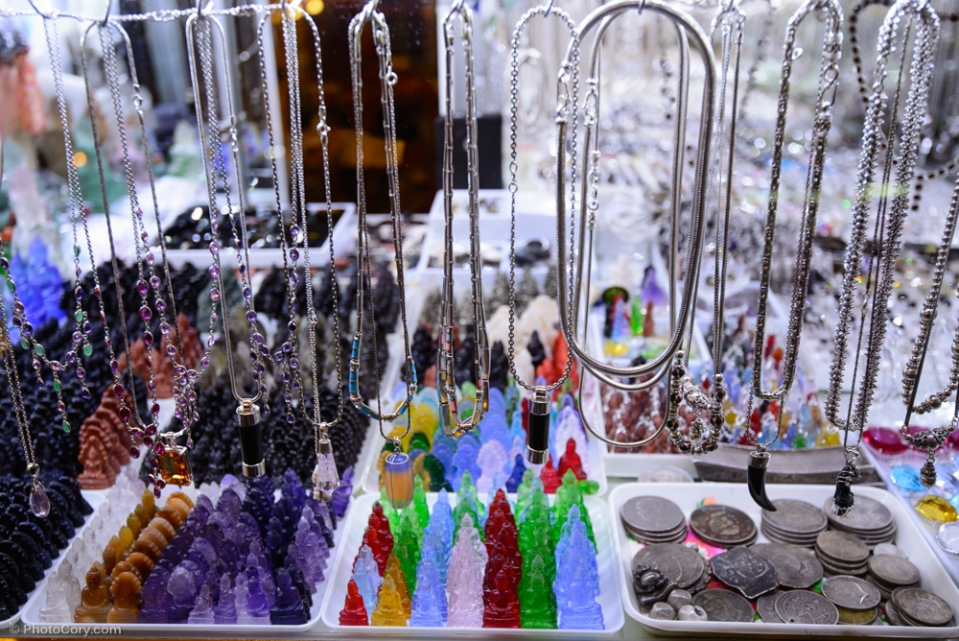 Jewelry and little Buddha  souvenirs at Psar Thmei