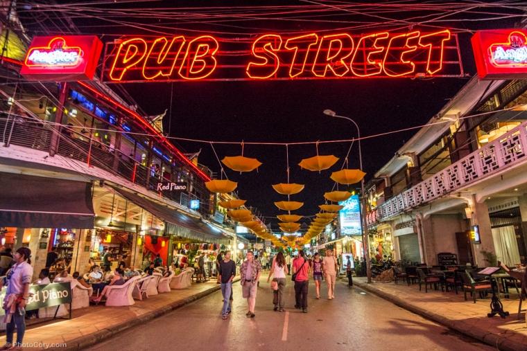 pub street by night