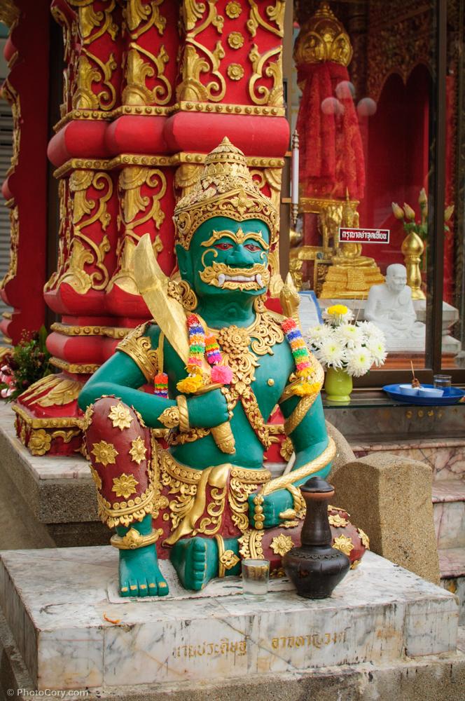 statue temple thailand