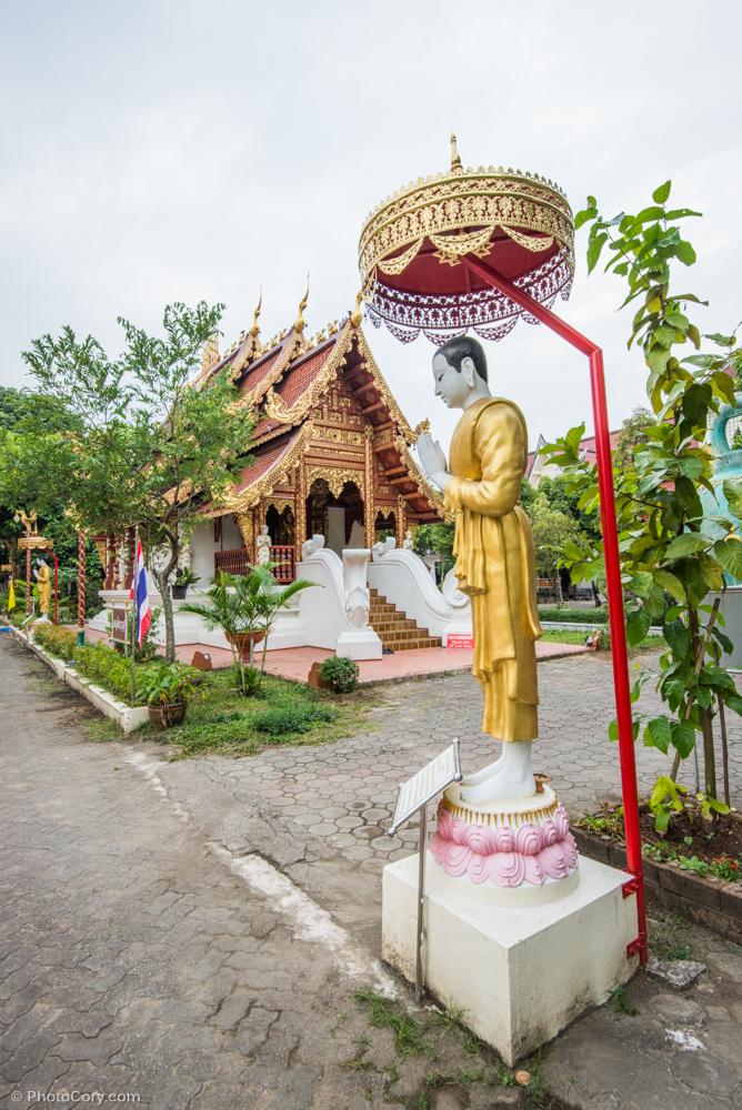statue wat pra singha chiang rai