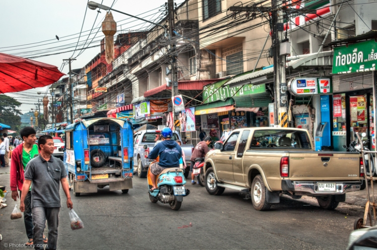 street in chiang rai