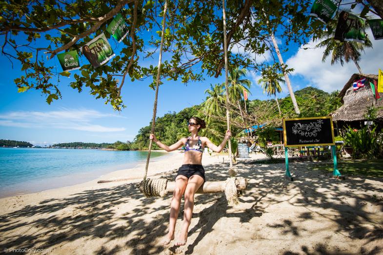 Me in a perfect swing on the beach/ Eu in leaganul acesta minunat pe plaja Khong Kloi