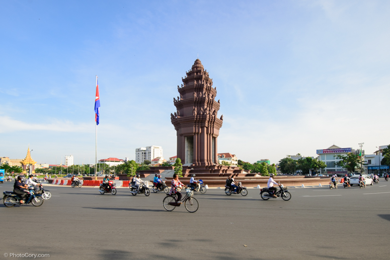 Bikes and motorbikes in Phnom Pehn
