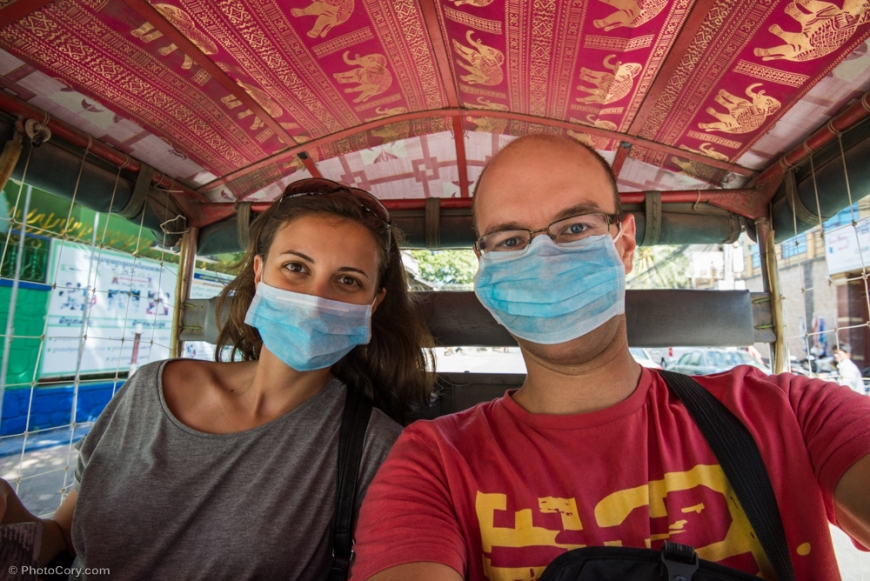 We got to the Killing Fields by tuk-tuk. The ride took about 40 minutes bumpy and dusty ride. The driver gave us masks for dust, but they didn't help too much :D / Calatorie de aprox 40 de min cu tuk tuk-ul, praf mult si gropi mai ceva ca pe luna. Soferul ne-a dat masti care au protejat foarte putin impotriva poluarii si a prafului