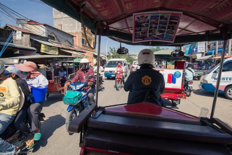 The crowded streets of Phnom Pehn / Trafic in Phnom Pehn