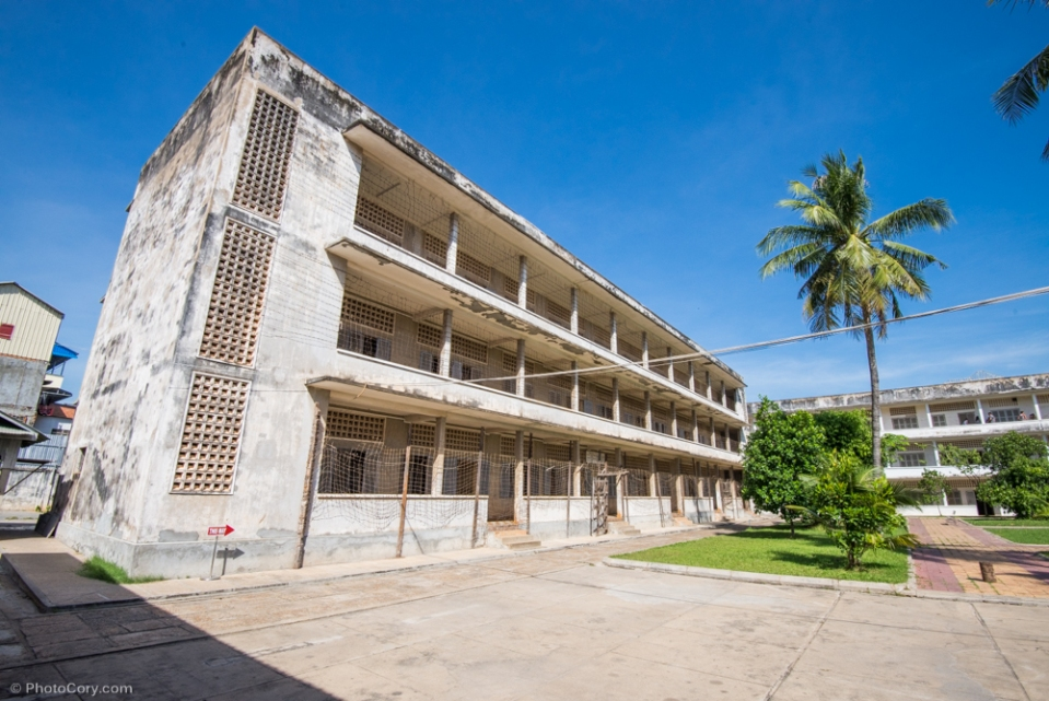 One of the 4 buildings of the school which was transformed in Prison / Una din cele 4 cladiri ale scolii transformate in inchisoare, acum Muzeul Tuol Sleng