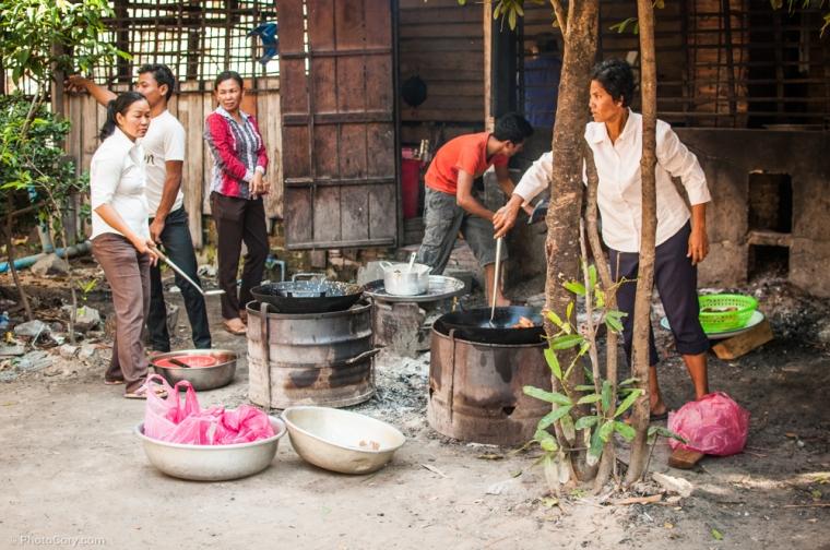 "The ""kitchen"" at Wat Bo temple / ""bucataria"" manastirii Wat Bo"