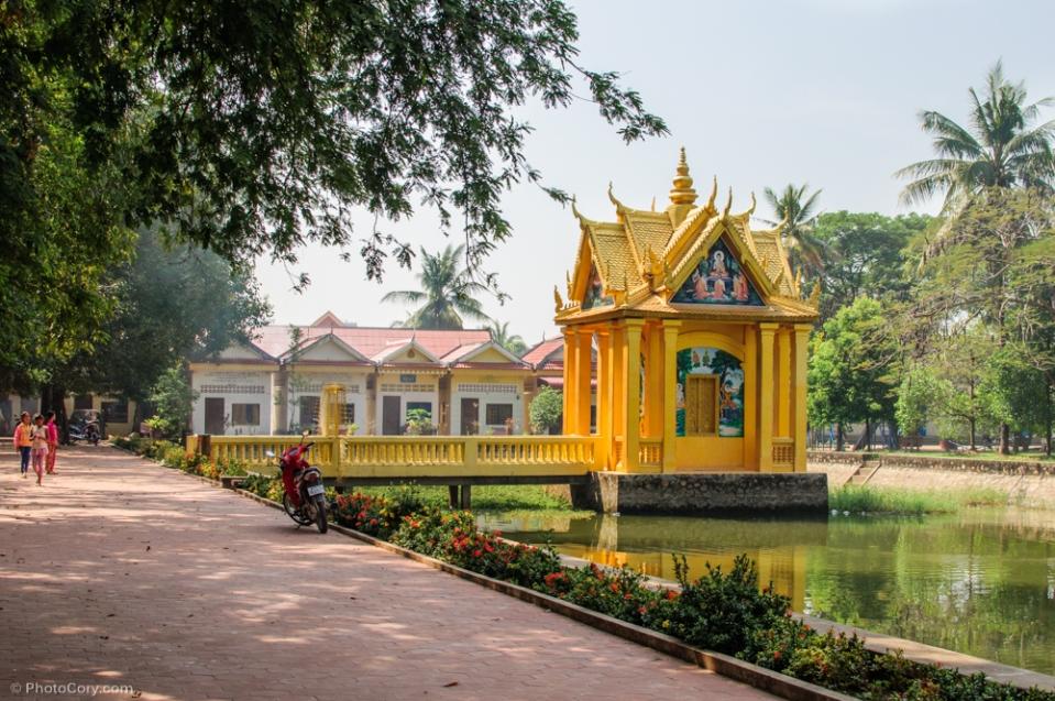Courtyard at Wat Dam Nak / curtea manastirii Wat Dam Nak