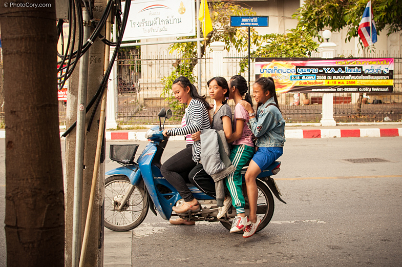 4 girls on motorcicle