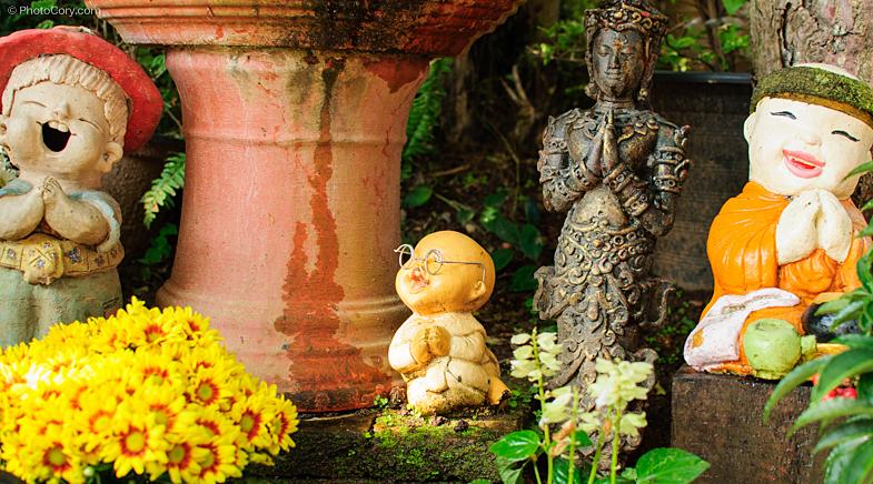 little buddha statues