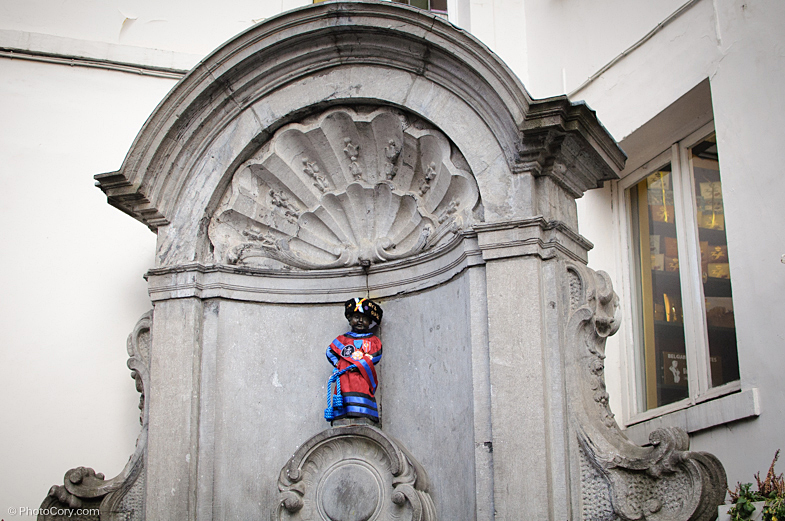 manneken pis in costume