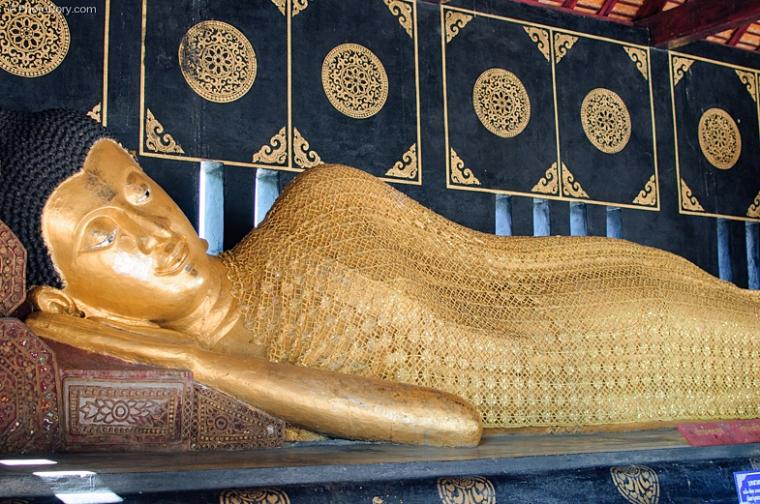 sleeping buddha statue chiang mai