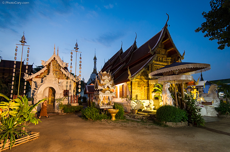 temple night chiang mai