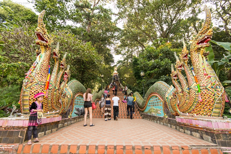 wat doi suthep stairs