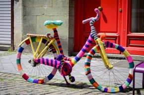 dressed bike in knitted colors bicicleta imbracata impletit colorat aachen  germania