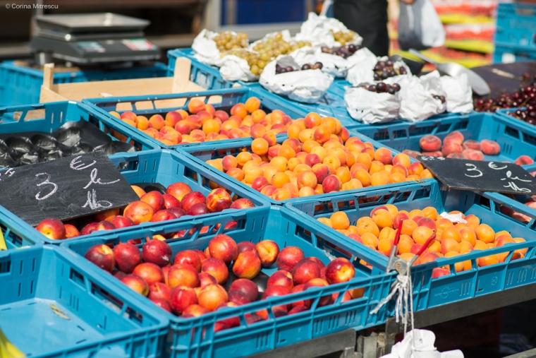 fruits market flagey